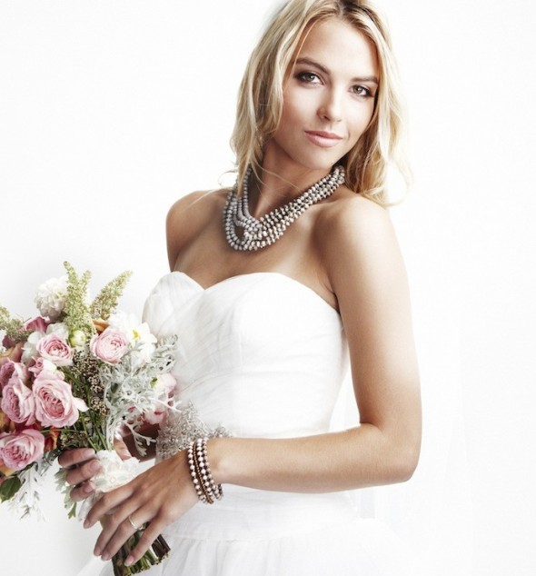 Wear pearls at wedding bella tiara blog for Words to wear jewelry